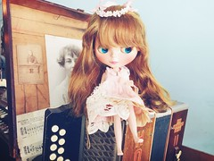 Sweet Mao Mao 💖 // *sigh* I want to bring home all these #antique finds 😚. This is such a #happyplace for my friend and me!!! #love #blythe #doll #ブライス #人形 #customblythe #TsilliGirls