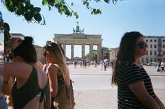 (Dyan P) Tags: street people berlin 35mm 35 werlisa