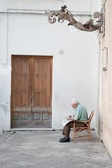 (a   e) Tags: old man reading italia sitting pastel decoration historic puglia nard