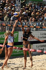 77_R.Varadi_R.Varadi (Robi33) Tags: show summer game sport ball court switzerland sand play action competition basel victory player beachvolleyball international block umpire viewers