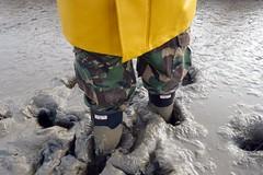 Last muddy walk of 2016 (essex_mud_explorer) Tags: hunter rubber wellington boots wellies welly gumboots rainboots wellingtons gummistiefel rubberlaarzen bottes caoutchouc hunterwellies hunterrainboots wellingtonboots rubberboots camo camouflage trousers mud muddy mudflats creek estuary tidal schlamm boue welliesinmud bootsinmud muddyboots muddywellies bowersmarsh thamesestuary riverthames hellyhansen nusfjord raincoat rainwear waterproof coat jacket
