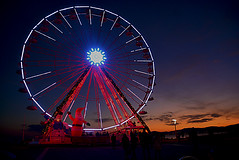 Joyeux Noel / Merry christmas_5608 (ichauvel) Tags: granderoue bigwheel coucherdesoleil sunset ciel sky noel christmas joyeuxnoel merrychristmas loisirs leisure pérenoel santaclaus people exterieur outside saintraphael var provencealpescôtedazur frenchriviera france southoffrance europe westerneurope travel tourisme tourism
