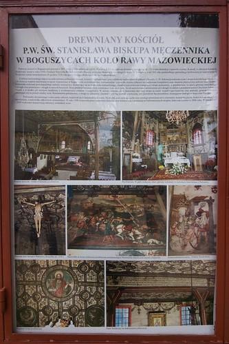 Tablica informacyjna przy kościele w Boguszcach