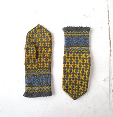 1950s-60s gray, yellow and blue wool Norwegian mittens (Small Earth Vintage) Tags: smallearthvintage vintagemittens vintagegloves accessories norwegianmittens handknitmittens woolmittens scandinavian nordic