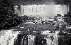 Upper pool basin (travelben) Tags: cataratas iguazu falls waterfalls water agua argentina brazil nature naturaleza black white blanco y negro bw landscape paisaje dam reservoir pool upper basin bassin waterfall misiones cascade chutedeau paraguay iguassu nb southamerica wild rock power poder fuerza brasil