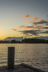 Kurz vor Schluss (rahe.johannes) Tags: see sonnenuntergang wolken schleswigholstein steg badesee wolkenstimmung holsteinischeschweiz