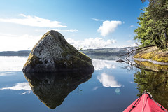 Sommen (qitsuk) Tags: cloud lake reflection weather fog clouds landscape kayak sweden schweden canoe shore kayaking sverige canoeing watersports scandinavia östergötland klepper foldingkayak sommen foldingboat östergötlandslän