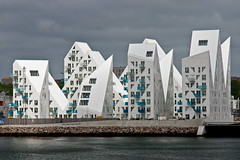 Denmark - Aarhus - The Iceberg 01_DSC6750 (Darrell Godliman) Tags: white building architecture spiky apartments waterfront harbour iceberg modernarchitecture harbourside aarhus contemporaryarchitecture juliendesmedt theiceberg jdsarchitects denmarkaarhustheiceberg01dsc6750