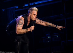 Robbie Williams at Hard Rock Rising, Barcelona (sxdlxs) Tags: barcelona show music festival lights concert williams guitar gig band robbie concertphotography hardrock robbiewilliams musicphotographer musicphotography gigphotography concertphotographer robbielive gigphotographer hardrockrising tomlongworth