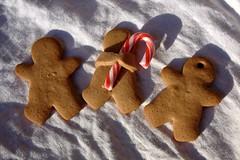 The three gingerbread men (dididumm) Tags: candycane gingerbreadman gingerbreadmen three merrychristmas merryxmas baking homemade yummy lecker selbstgemacht backen froheweihnachten drei lebkuchenmännchen lebkuchenmann zuckerstange