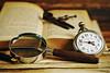 Bodegón literario (photoschete.blogspot.com) Tags: canon 70d eos 50mm bodegón still life reloj clock old libro book literatura lupa pluma madera magnifying glass literature