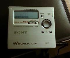 Sony Recording MD Walkman MZ-R909