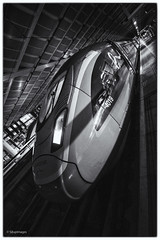⤴️ (sdupimages) Tags: eurostar velaro e320 tgv noirblanc nb bw blackwhite londres london stpancras gare station train