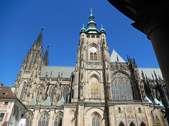 St Vitus Cathedral, 2016 Aug 27 -- photo 6 (Dunnock_D) Tags: czechia czechrepublic prague blue sky castle praguecastle malástrana lessertown