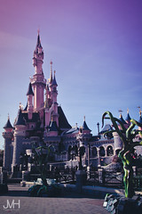Sleeping Beauty Castle for Halloween (Jojo_VH) Tags: 2015 chateaudelabelleauboisdormant dlp disneylandparis halloween sleepingbeautycastle castle castlestage disney fantasyland