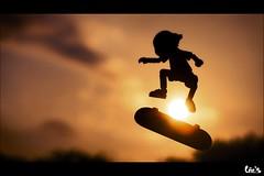 Big jump ! (Art by Vins) Tags: sunset color cute photography bokeh skateboard 5d yotsuba danbo revoltech danboard 5dmarkii 5dmkii
