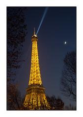 Faisceau bleu (Rémi Marchand) Tags: paris tour eiffel nuit bleue lune canon 5d mark iii