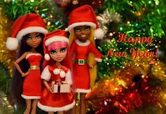Happy New Year!🎄🎅🍊 (dasha.savitskaya13) Tags: monster high monsterhigh clawdeen clawdia howleen wolf beautiful nice kind red green gold white black yellow girl doll dolls fashion collection newyear happy presents
