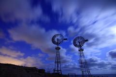 Hélices en movimiento (Juan Galián) Tags: nocturna costa canon60d night longexposure noche nubes tokina coast largaexposición calblanque murcia cartagena playa beach nightshoots