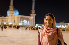 Portrait in Qom (Fabian_Voswinkel) Tags: iran beautifulcountry travel trip reise iranian persian iranisch persisch qom shiite muslim shrine masumeh imam portrait hijab woman night