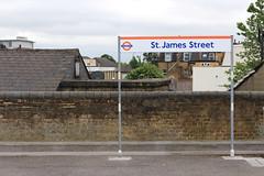 St James Street Station, St James Street, E17 (Tetramesh) Tags: uk greatbritain england london unitedkingdom britain londres gb londra britishrail londen londinium lontoo llondon tfl railtrack londone britishrailways londyn llundain londýn networkrail лондон networksoutheast lunnainn londain londono tetramesh londonoverground londrez λονδίνο loundres lorol londonovergroundrailoperationsltd londër lùndra лондан londonovergroundrailoperations chingfordline