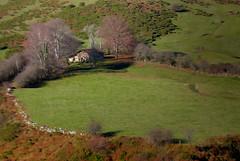 Cabaña en el Maravio (Oscar F. Hevia) Tags: cabaña otoño naturaleza montaña cottage autumn nature mountain asturias asturies españa paraísonatural principadodeasturias puertomarabio spain teverga principalityofasturias naturalparadise