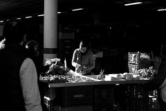street market (pepe amestoy) Tags: blackandwhite streetphotography people elcampello spain fujifilm xe1 carl zeiss t planar 250 zm leica m mount