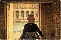 FEM in VENICE (bert • bakker) Tags: venezia venetië femmy vrouw hoed grandecanal water