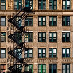 Escalier de secours à Chicago (Lucille-bs) Tags: amérique etatsunis usa illinois chicago 500x500 architecture façade escalier escalierdesecours fenêtre lumière brique city