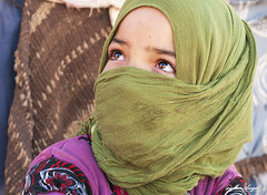 Miradas (m.mar99) Tags: retrato nia marroqui desierto marruecos miradas musulman ergchebbi nikond90
