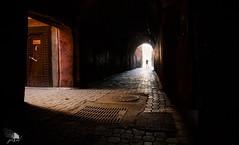 Marrakech V (Jose Peral Merino) Tags: marrakech marruecos morocco callejuela luz rojo puerta tunel