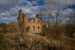 Mansion on a Hill. (Mr. Pick) Tags: abandoned mansion house plantation rural decay tn tennessee vervilla brick ruins