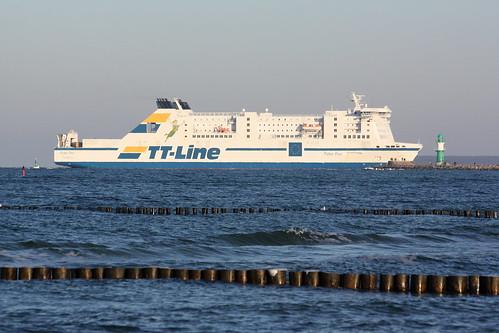 TT-Line: Auto- und Passagierfähre PETER PAN einlaufend Warnemünde