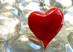 Don't break my heart. (M. Carpentier) Tags: macromondays heart coeur rouge red light lumière macro proxy amour love reflet reflexion