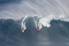 Surf racing (Paul Cowan Photography) Tags: surfing surf surfingatjaws surfjaws jaws bigwave bigwaves surfer surfers maui hawaii