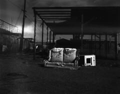 (birdcage) Tags: california blackandwhite bw abandoned couch stove 4x5 largeformat saltonsea bombaybeach calumetviewcamera
