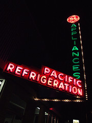 Pacific Refrigeration (Curtis Gregory Perry) Tags: old light signs classic luz glass sign night vintage licht march washington neon glow state pacific northwest bright lumire tube tubes portangeles 2006 ne retro signage pacificnorthwest wa glowing dying ge luce appliance muestra important signe appliances sinal neons  zeichen  non segno refrigeration      teken      glowed    neonic