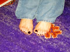 monicatoe (pucci.it) Tags: feet foot toes toe purple barefoot barefeet pedicure nailpolish toenails femalefeet footlover