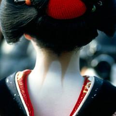 unaji / 項 (colodio) Tags: geisha 芸者 geiko maiko kyoto nape wig wareshinobu japanese girl woman iki makeup dancinggirl gion yasaka newyear dance ceremony hairdress kimono collar neck 芸子 京都 割れしのぶ 粋 祇園 着物 red white black colodio japan japon nippon giappone 日本 asia asie fv5 explore ces00029 clb68 madame madam madama butterfly puccini opera de paris 2006 ligne8 chrysantheme okikusan pierre loti chrysanthème ciocio san kiku okiku novel claude estèbe estebe 068geishaceunajisq 1996