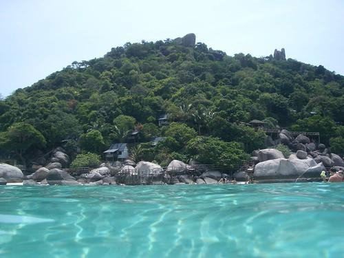 Vista del hermoso y claro mar de Koh Samui