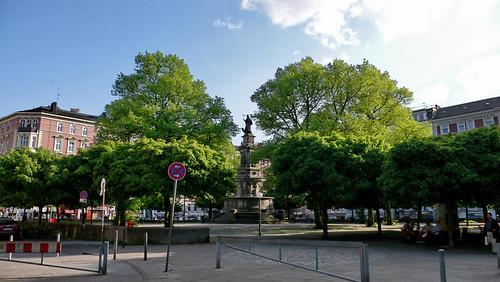 Hansaplatz in Hamburg Sankt Georg - Ecke Rostocker Straße/Hansaplatz am 10. Mai 2006. Noch mit der Mauer.