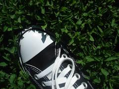 '06_05_11_New_Chucks 062 (FadedBlueGenes) Tags: feet foot bodylanguage converse chucks chucktaylors chucktaylor