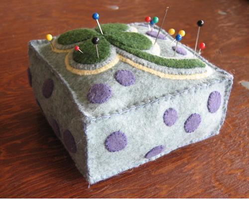 clover pincushion by MechaShiva.