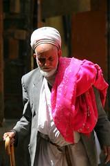 Old man with a walking stick - Yemen (Eric Lafforgue) Tags: republic arabic arabia yemen arabian ramadan yemeni yaman arabie yemenia jemen lafforgue arabiafelix  arabieheureuse  arabianpeninsula ericlafforgue iemen lafforguemaccom mytripsmypics imen imen yemni    jemenas    wwwericlafforguecom  alyaman ericlafforguecomericlafforgue contactlafforguemaccom yemenpicture yemenpictures