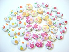 - Flower Buttons - (Warm 'n Fuzzy) Tags: warmnfuzzy warmnfuzzynet