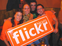 Flickr nights (Ddalus) Tags: orange buenos aires silkegb dedalito virginiaz flickrnights kingstownpub gonzoman ddalus