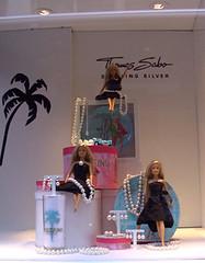 Barbie en vitrine du Printemps  Paris (lavomatic) Tags: paris pierre barbie bijoux bijou jewels jewel vitrine sabo poupe diamants vitrinemagsinprintemps thomassabo brilant