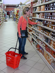 Wheelie shopping basket