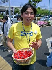 IKEA guy (manganite) Tags: people men ikea japan digital geotagged asian japanese asia tl candid guys casio departmentstore chiba funabashi april30 exz500 april302006 manganite geo:lat=35682974 geo:lon=139991784 date:year=2006 date:month=april