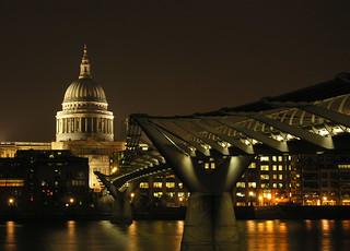 St Pauls. Millennium Bridge
